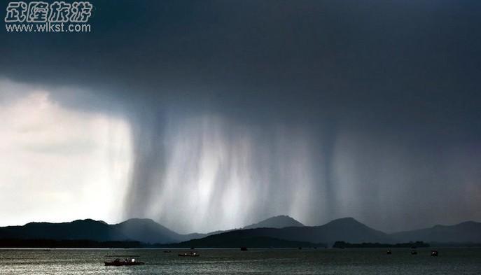 """""""海葵""""登陆让沿海城市生活在水生火热之中,台风,地震,海啸,泥石流这些"""