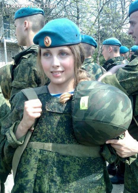 俄美女空降兵爆红网络