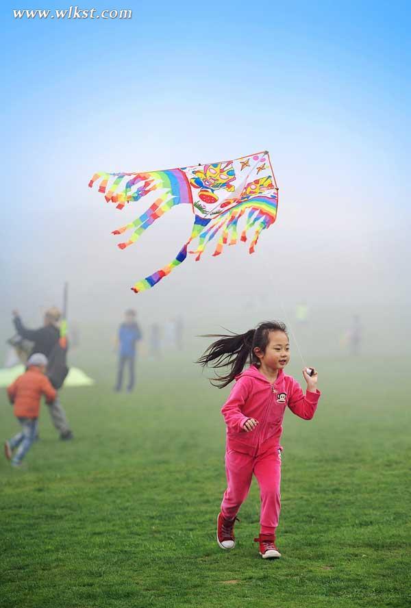 放风筝的小孩