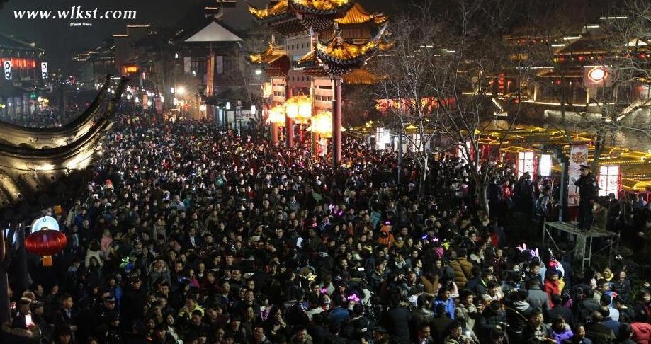 元宵节南京夫子庙广场人山人海