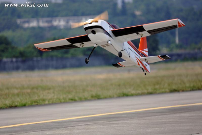 航模及无人机知识,以及参与到活动现场的趣味飞行比赛,赢取特制飞机