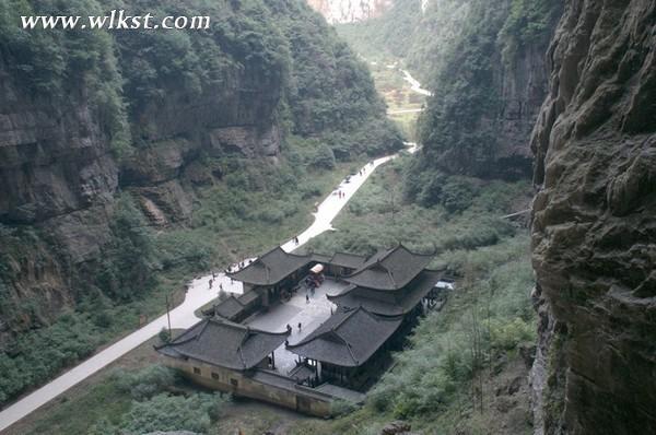 亚洲最大的天生桥群―天生三桥