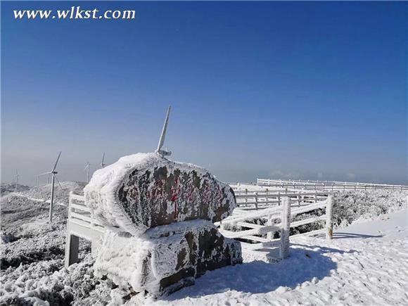 由于气温骤降,冷空气入侵,位于海拔1600多米以上的重庆武隆区和顺镇